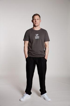 LIEBE WILL RISKIERT WERDEN Herrenshirt von Elternhaus, fair fashion made in Hamburg
