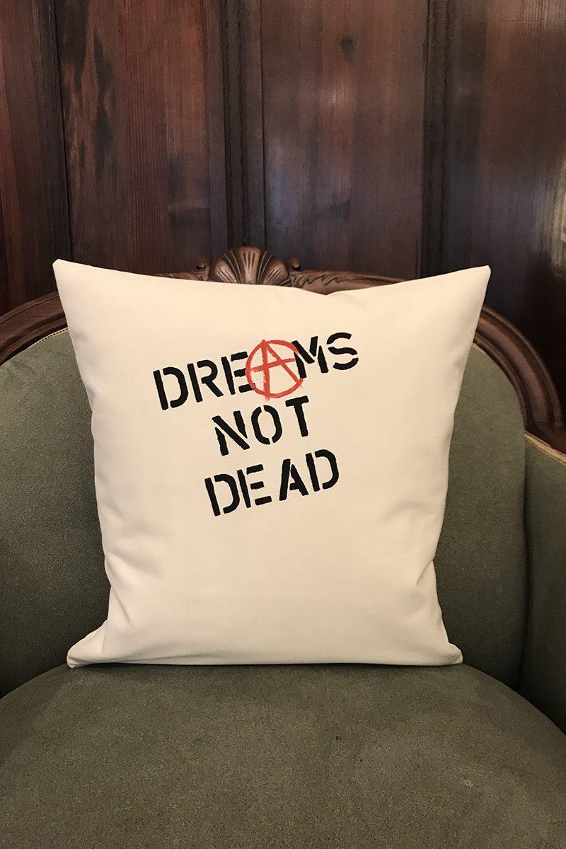 DREAMS NOT DEAD Kissenbezug von Elternhaus