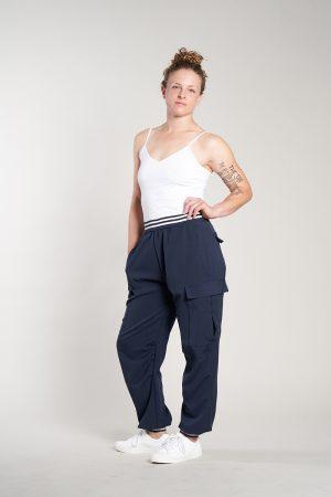 blaue Cargo-Hosen von Elternhaus, fair fashion made in Hamburg