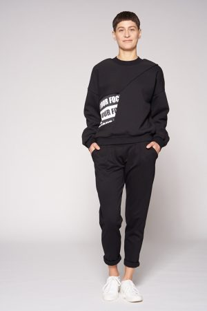 Cargosweater von Elternhaus. Baumwollsweater mit integrierter Bauchtasche